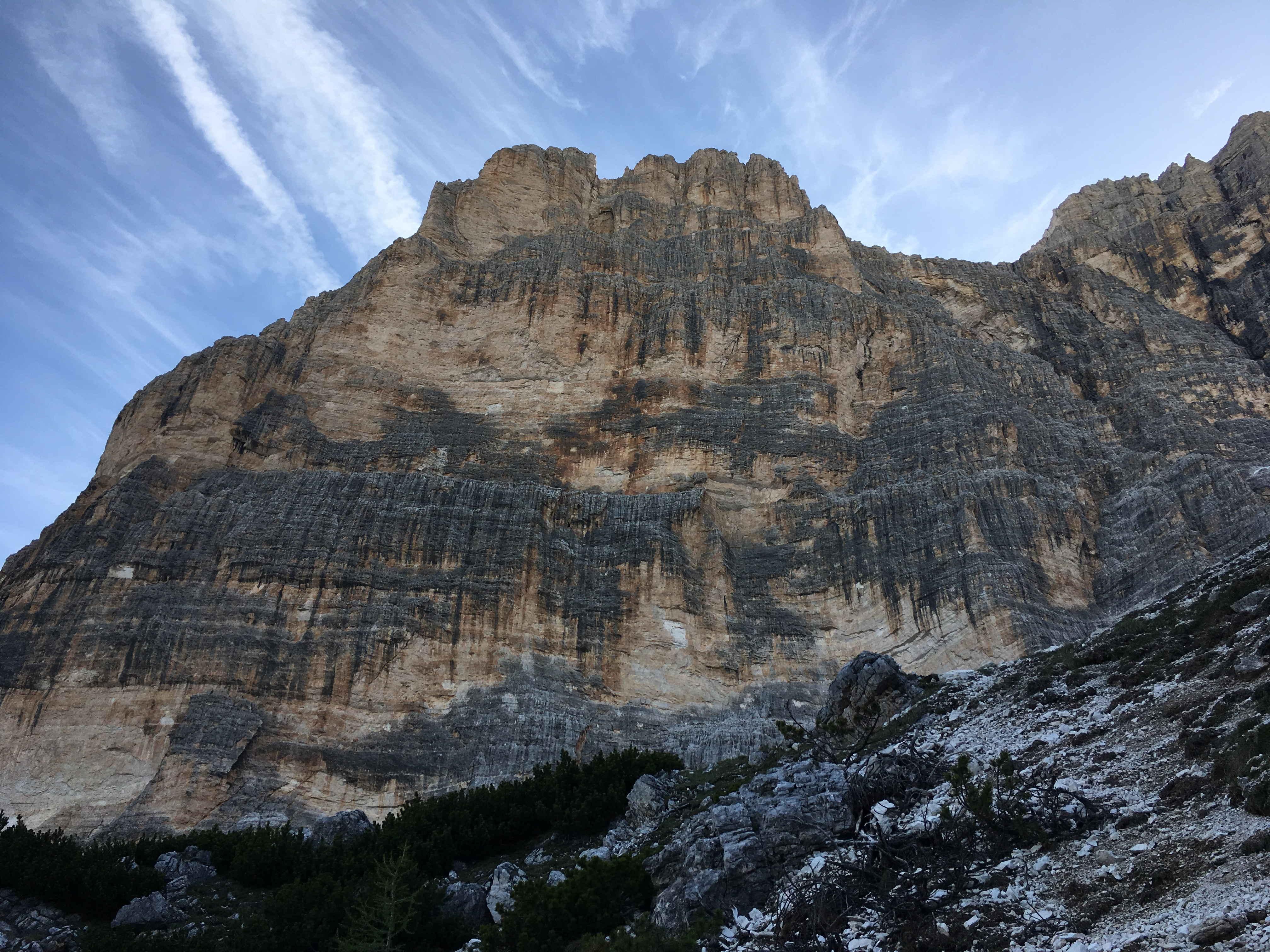Cima Scotoni con la sua parete Sud-Ovest dove corre la via degli Scoiattoli