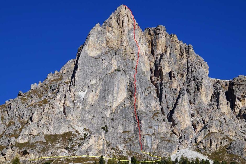 La Torre Grande di Falzarego con il tracciato della via The Wall (Foto: www.dolomitiskirock.com)