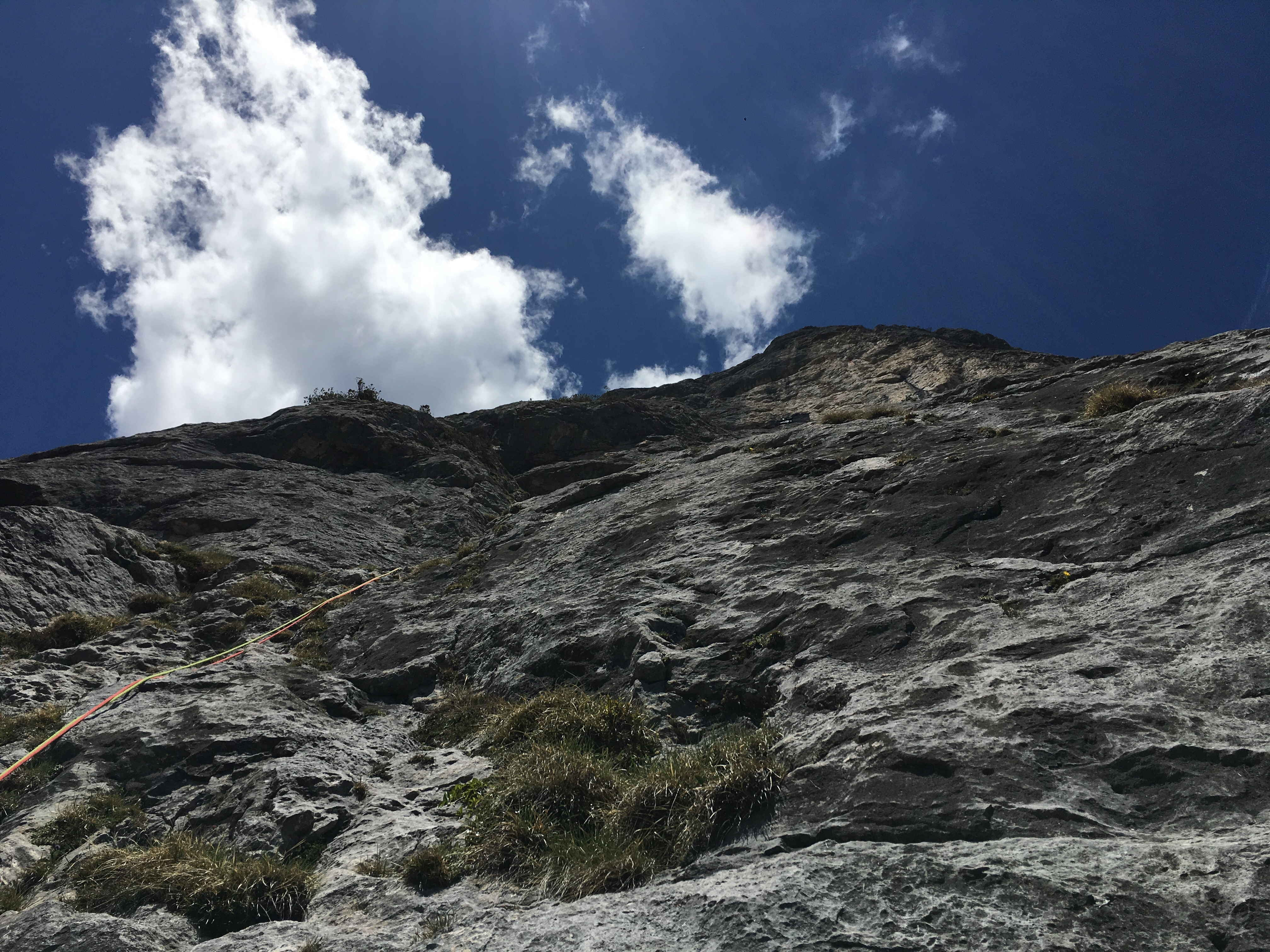 Un mare di placche di roccia stupenda, modellate dall'acqua, dal Sole e dal vento della parete Sud