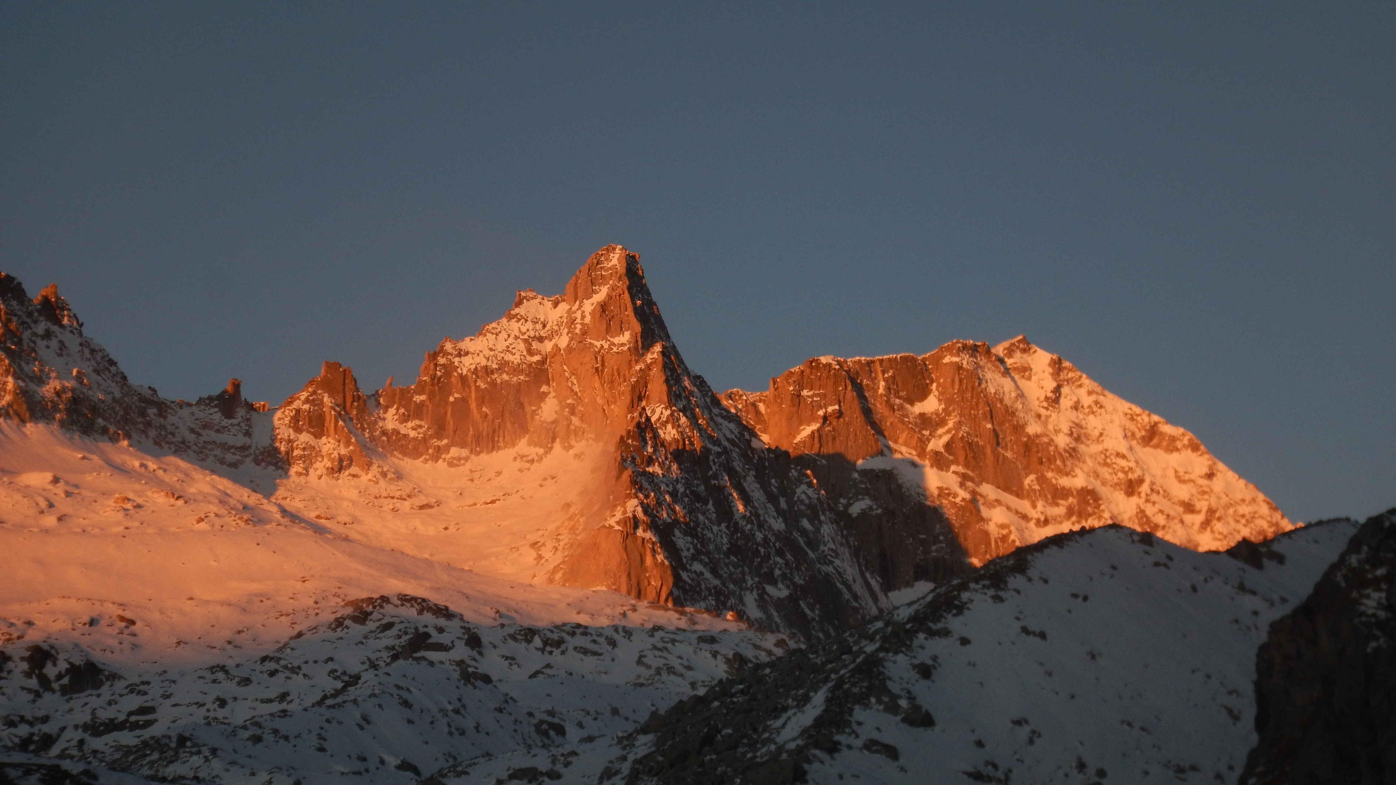 Il Monte Nero infuocato, all'alba
