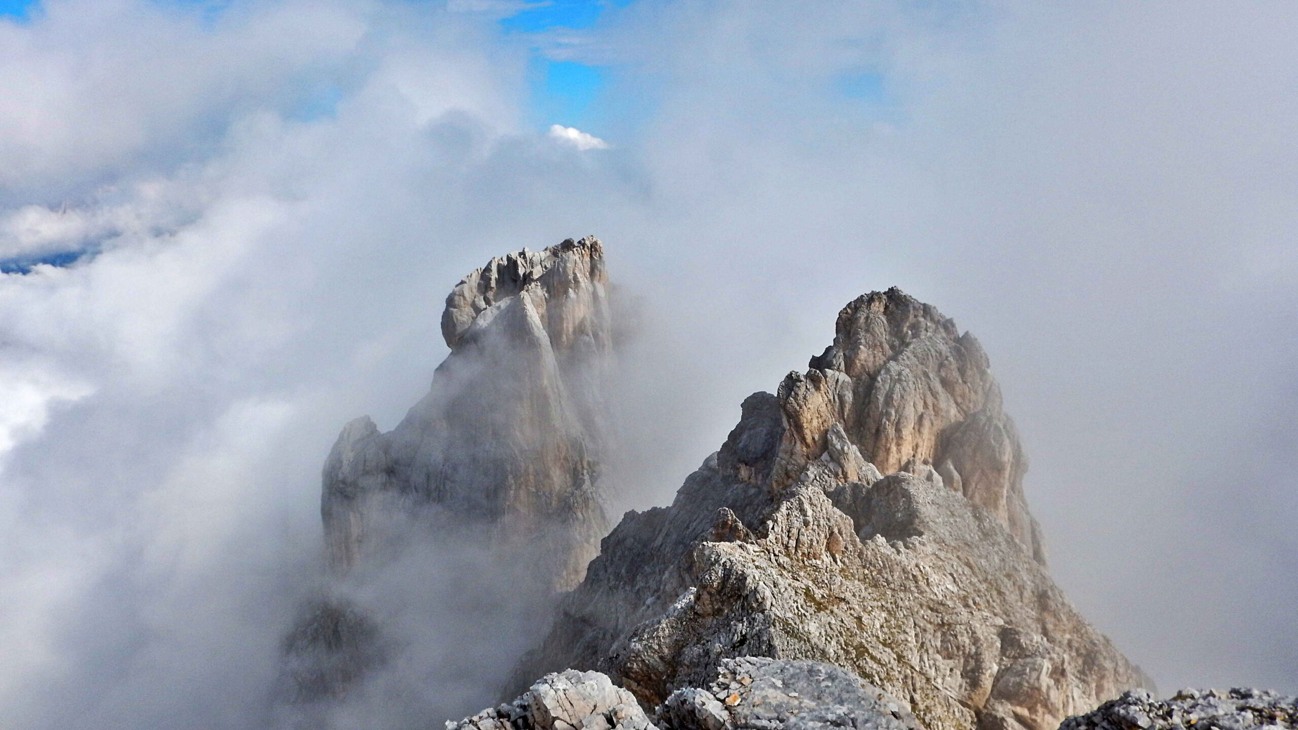 Il Campanile di San Marco, dietro a Cima Orsolina Nord, nelle nuvole