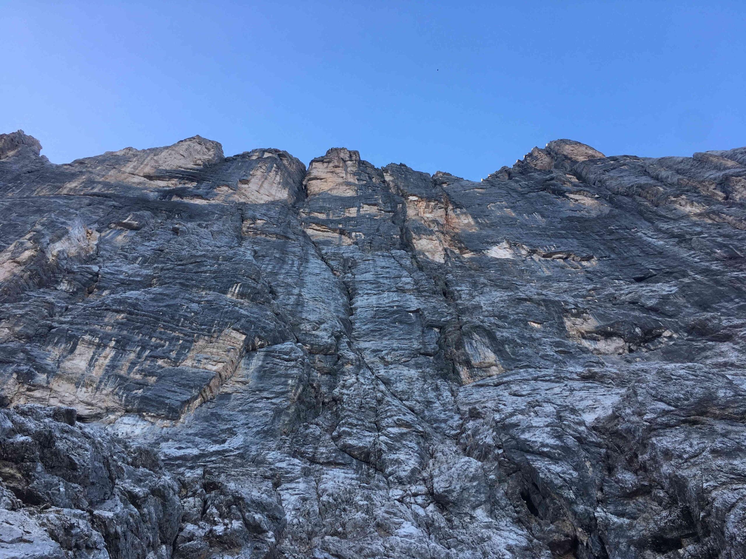 Lungo lo zoccolo di Punta Civetta, evidente la classica Y: sx Andrich, destra Aste